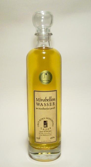 Mirabellenwasser im Maulbeerfass
